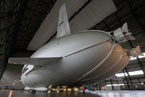 全球最大飛行器處女航 最後一刻喊停