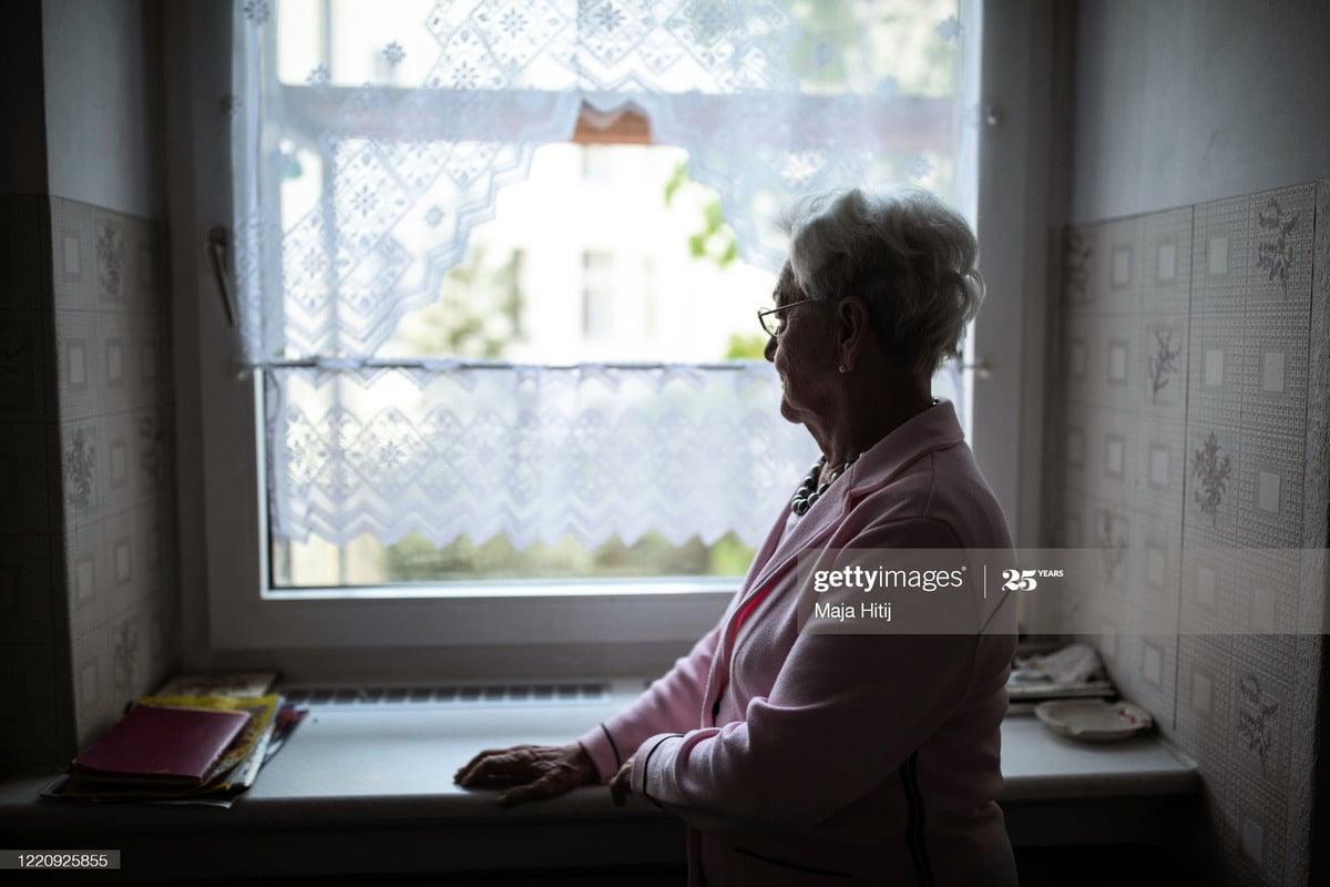 面對老齡社會長者走失的情況可以說是非常嚴重的問題,如何做好長者走失的準備,同時也要做好面對長者走失後的快速反應。((Photo by Maja Hitij/Getty Images)
