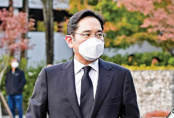 三星新掌門人、李健熙之子李在鎔10月25日前往出席父親的葬禮。(AFP)