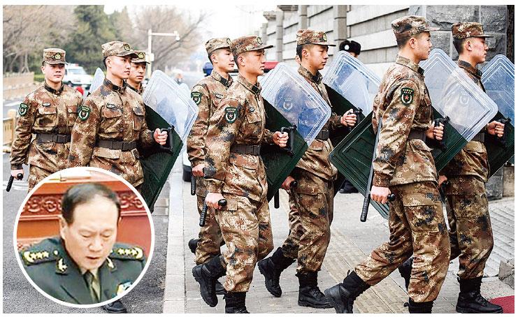 2月24日,北京人民大會堂對面軍營的中共軍人(大圖)。(AFP)10月13日,中共國防部長魏鳳和就《國防法(修訂草案)》作出說明(小圖)。(影片截圖)