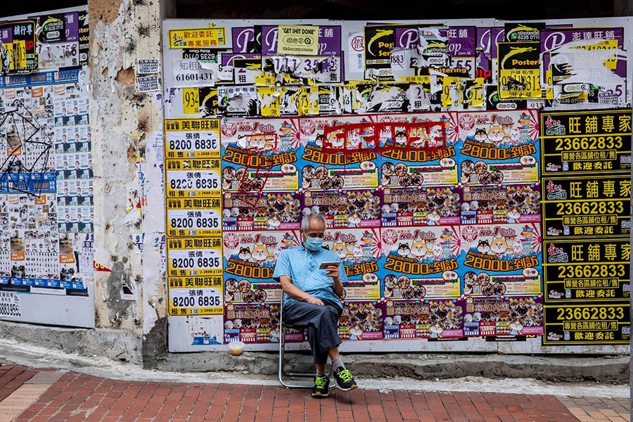 美聯工商舖執行董事黃漢成今年9月接受媒體採訪時指出,香港租金跌幅差不多7成,去年(2019年)銅鑼灣第二季的空置率只有大約9%,現時接近20%。(Photo by ISAAC LAWRENCE/AFP via Getty Images)