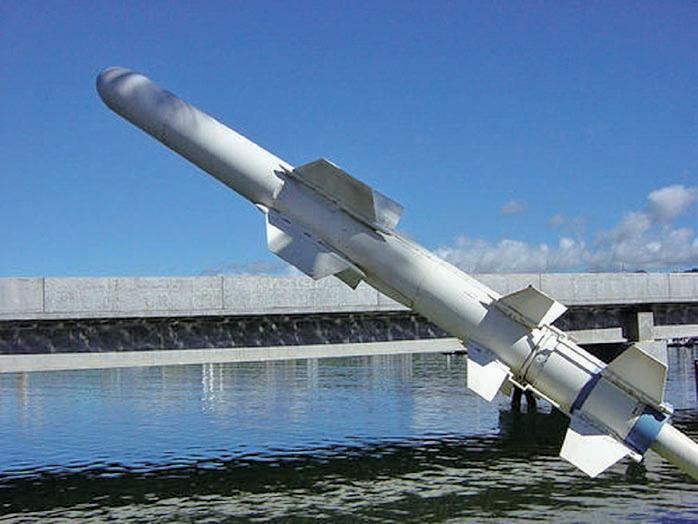 圖為今年10月21日,美國售予台灣的AGM-84的同系列魚叉反艦飛彈。(美國海軍檔案照/維基百科)