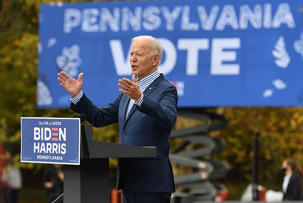 10月24日,民主黨總統候選人祖拜登(Joe Biden)在美國賓夕凡尼亞州布里斯托(Bristol),舉行競選集會。(ANGELA WEISS/AFP via Getty Images)
