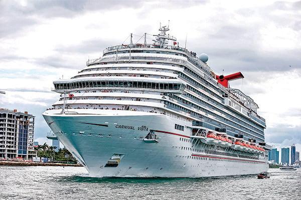 2018年6月,佛州邁阿密一艘正在開出港口的嘉年華郵輪。(Getty Images)