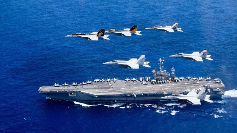 日本自衛隊與美軍10月26日至11月5日,在日本舉行大規模聯合演習,恰逢中共十九屆五中全會在北京召開。美軍「列根號」航母資料圖。(Lt. Steve SmithU.S. Navy via Getty Images)