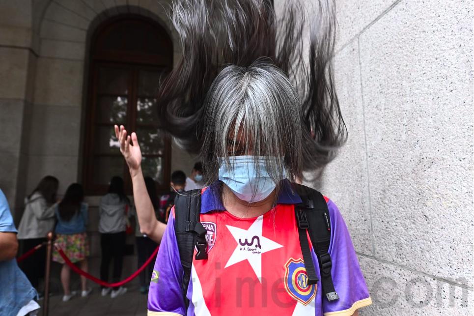 社民連副主席「長毛」梁國雄就2014年入獄期間被迫剪髮向終審法院上訴,今日(28日)下午聆訊。(宋碧龍/大紀元)