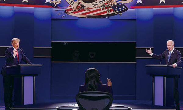 2020美國大選第二場總統候選人辯論會,上週四(10月22日)晚上登場,左為特朗普,右為拜登。(CHIP SOMODEVILLA/POOL/AFP via Getty Images)
