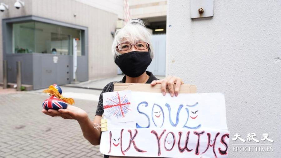 【圖片新聞】鍾翰林涉國安法案遭拒保 王婆婆聲援