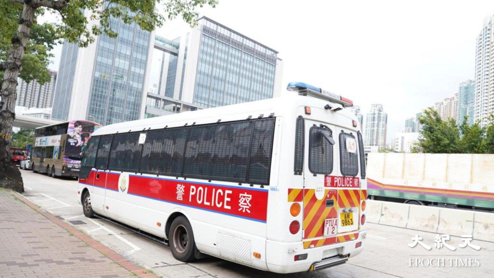 法院今裁定鍾翰林不准保釋,現場警車及便衣戒備。(余鋼/大紀元)