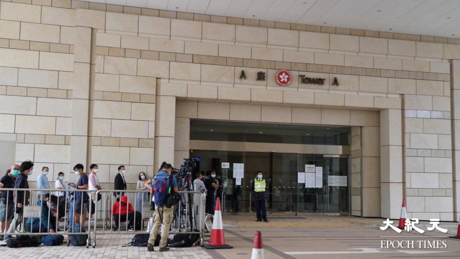 鍾翰林正式被警方引用「港版國安法」落案起訴,今早9時半在西九龍法院提堂。(余鋼/大紀元)