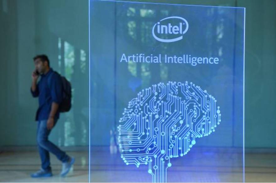 美國國家人工智能安全委員會10月發表第三季度報告指,人工智能和新興技術是國家競爭力的基石,需要政府最高層的持續關注。(Photo by Chris McGrath/Getty Images)