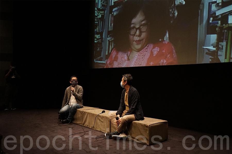 香港中文大學新聞與傳播學院副教授潘達培(左)分享觀後感。(曾蓮/大紀元)