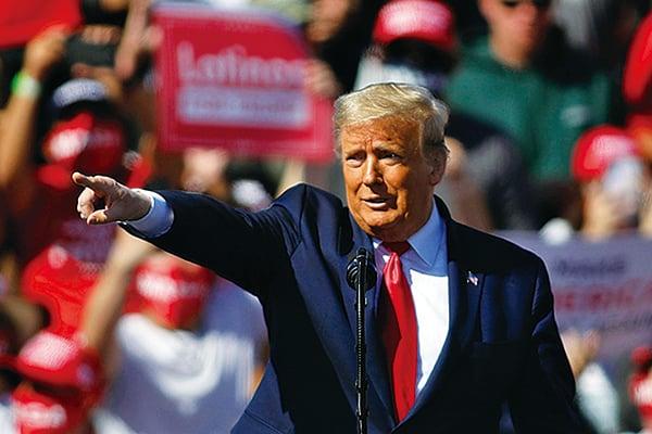 圖為2020年10月28日,美國亞利桑那州布爾黑德市(Bullhead City),總統特朗普在勞克林-布爾黑德國際機場舉行競選集會。(Isaac Brekken/Getty Images)