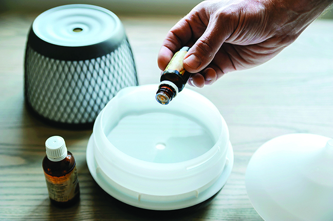 精油擴香儀是用振盪方式將精油香氣霧化擴散到空氣中。(Shutterstock)