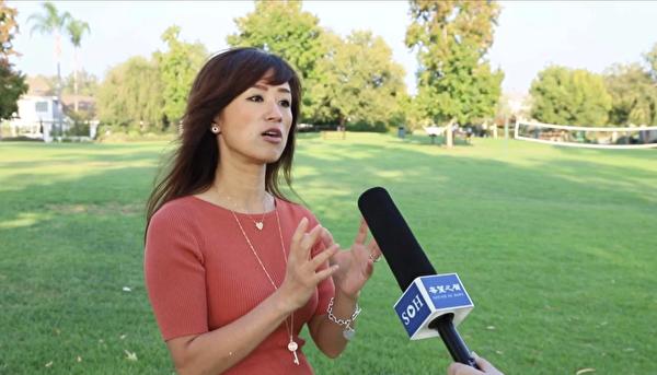 2020年10月9日,加州華人精英Saga Conroy在南加州爾灣接受希望之聲記者採訪。(希望之聲提供)