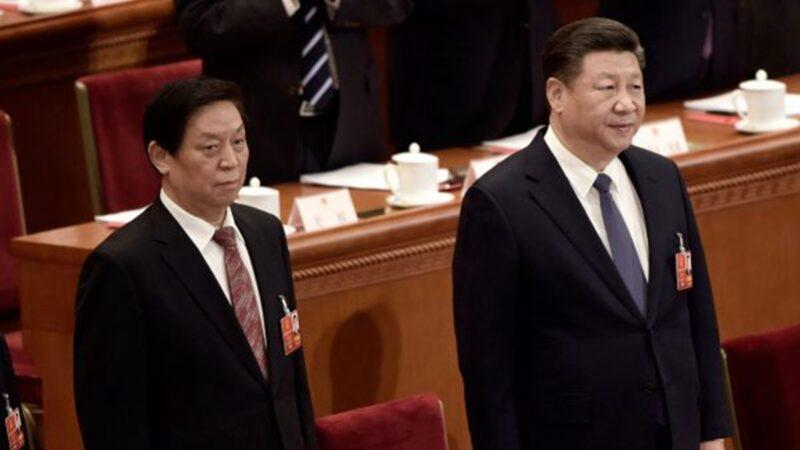 圖為栗戰書(左)和習近平(右)。(Lintao Zhang/Getty Images)