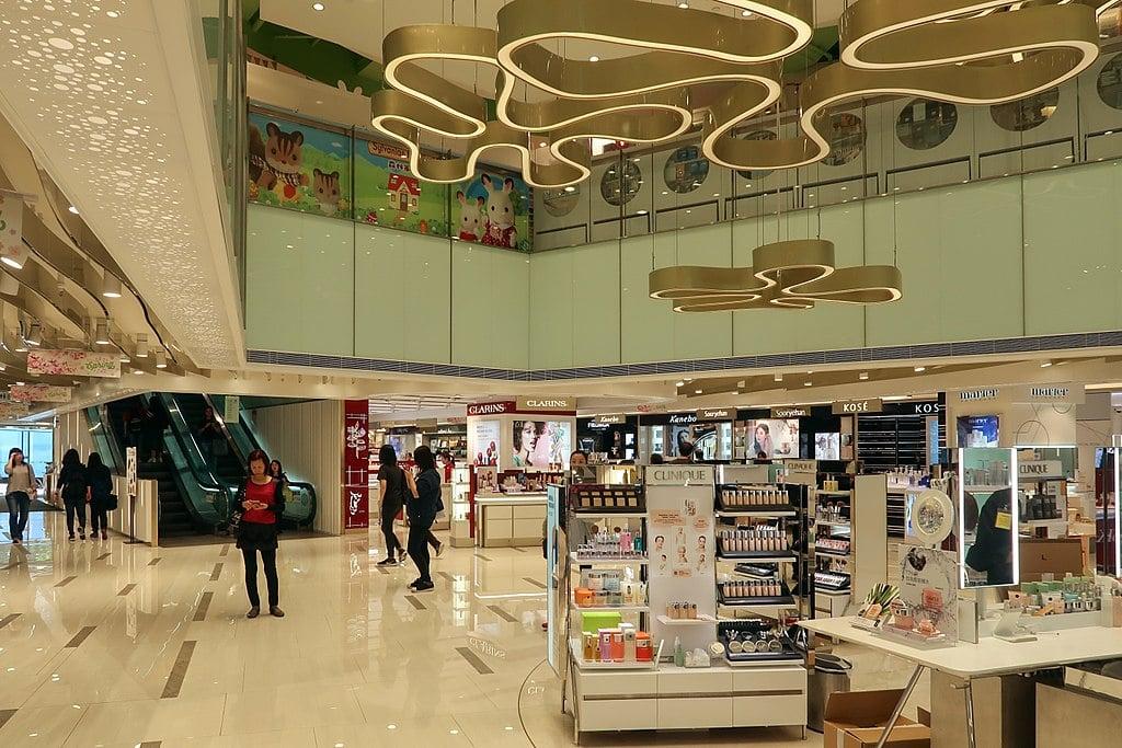 香港百貨公司示意圖(Wikipedia,CC BY-SA 4.0 License)