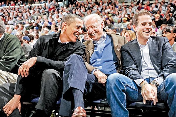 亨特拜登(右)的貪腐醜聞不止可能牽扯出拜登(中)本人,也可能牽出更多的人。(Getty Images)