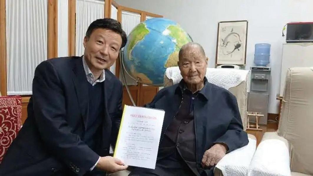 中共元老級人物宋平近日露面,與拜訪者一起聊農業新技術應用。(微信公眾號@區塊鏈專委會)