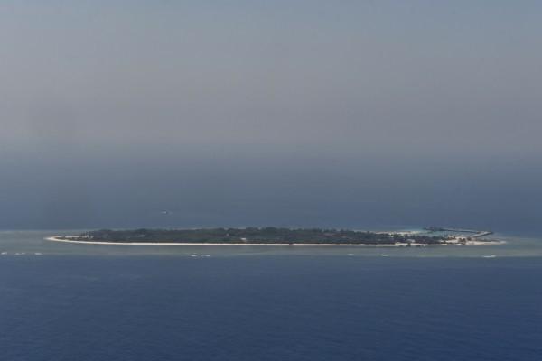 中華民國內政部長葉俊榮8月16日上午率長期關注氣候變遷議題的專家學者視察太平島,除宣示主權,也希望建置長期觀測設施,尋求國際合作可能性。(AFP)