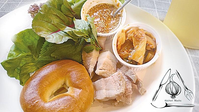 韓式水煮肉配芝麻葉生菜包飯醬。(Kitchen Madlic提供)