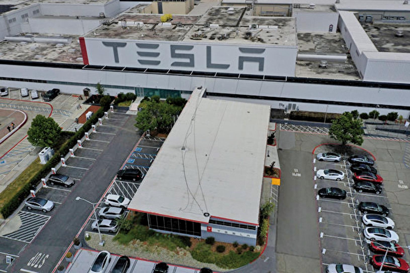 圖為2020年5月12日,特斯拉加利福尼亞州弗里蒙特工廠的鳥瞰圖。 (Photo by JUSTIN SULLIVAN / GETTY IMAGES NORTH AMERICA / AFP)