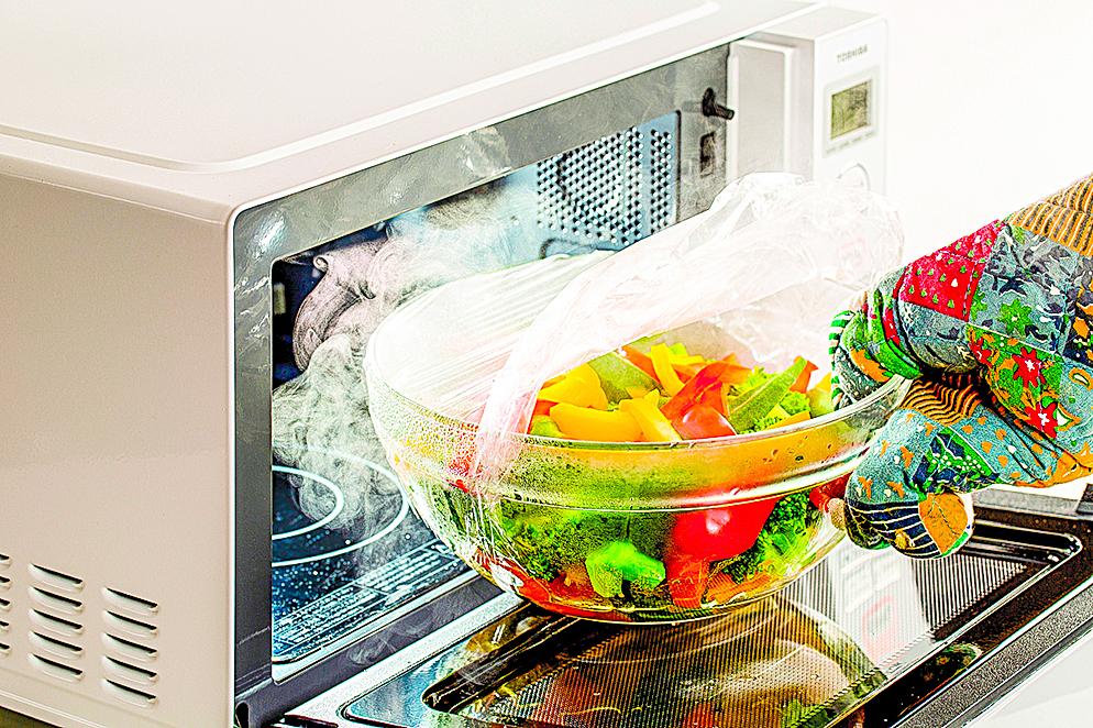 可以用微波爐蒸蔬菜,輕鬆補足所需要的蔬菜量。