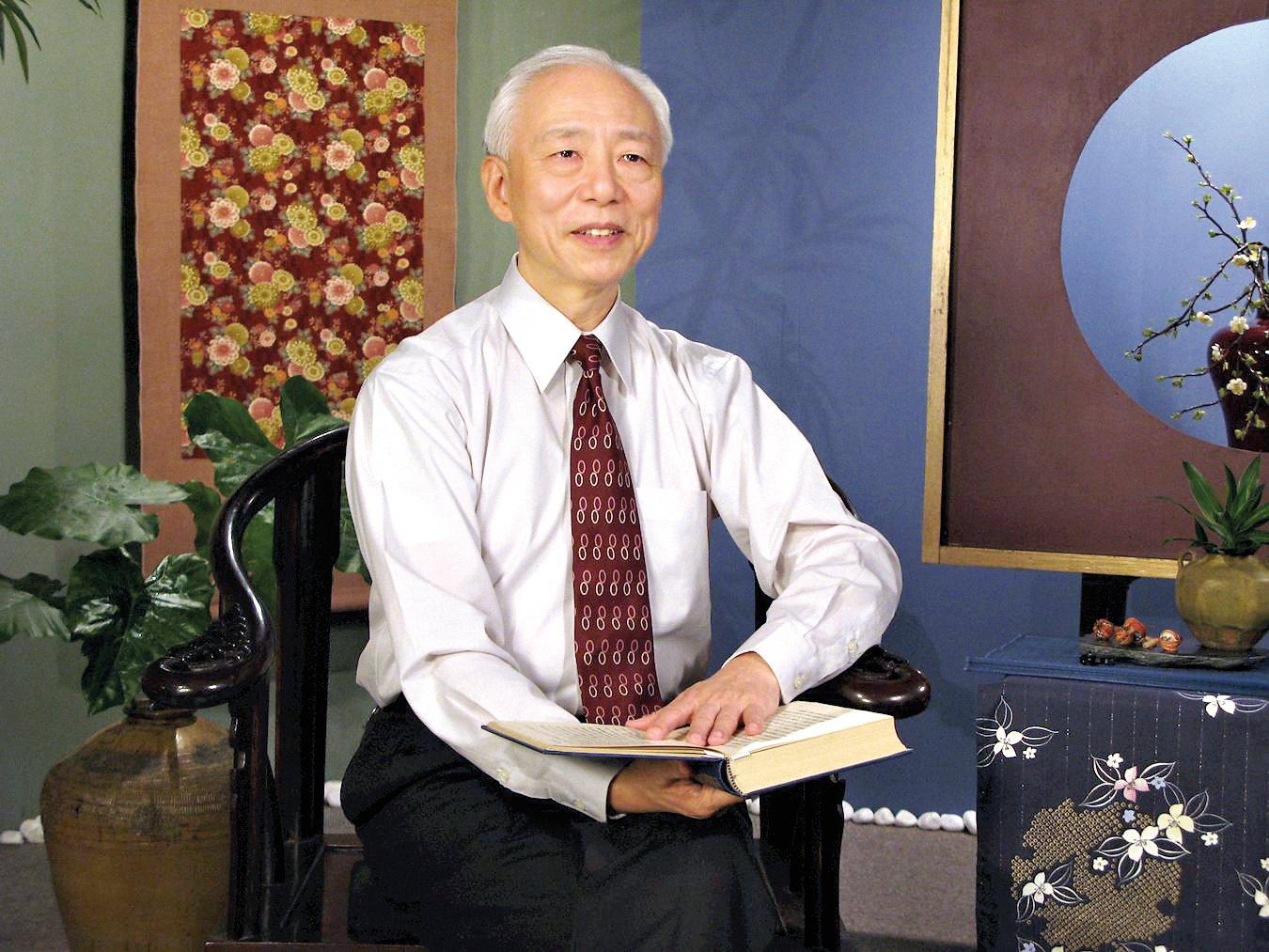 胡乃文在不斷實修中體悟到修命與修心、道德和健康的直接關係,他表示整個看病的過程就是他修煉的過程。(明慧網)