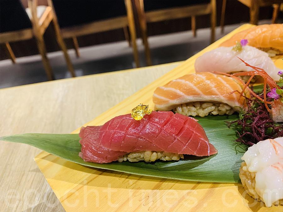 壽司拼盤賣相非常精美,特別在鮪魚(吞拿魚)的表面灑上輕微金箔, 十分精緻。(Siu Shan提供)
