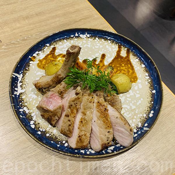 伊比利亞黑豚豬胺架配時令蔬菜加燒汁。(Siu Shan提供)