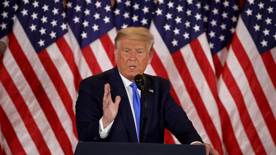 特朗普總統的推文遭遇推特審查,多次被貼上「爭議內容的警告標示」。(Chip Somodevilla/Getty Images)