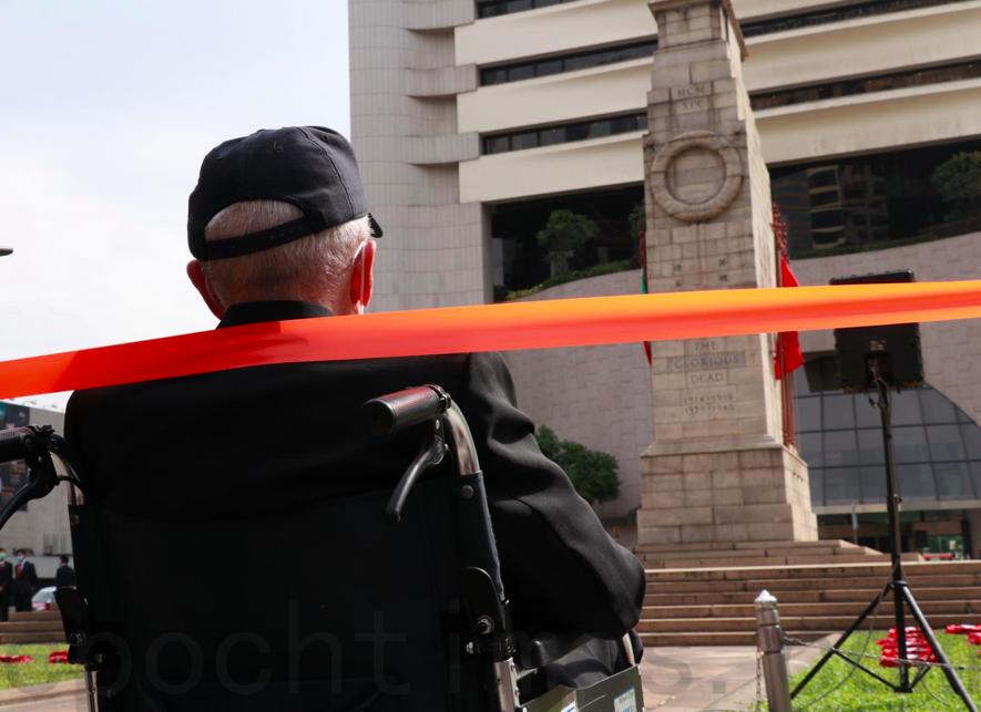 疫情下和平紀念日儀式從簡 過百市民毋忘為港捐軀英烈