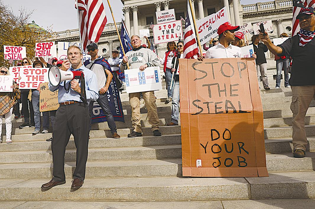 圖為聯邦眾議員喬丹11月5日參加在賓夕凡尼亞州舉行的停止盜竊大選活動。(Photo by Spencer Platt/Getty Images)