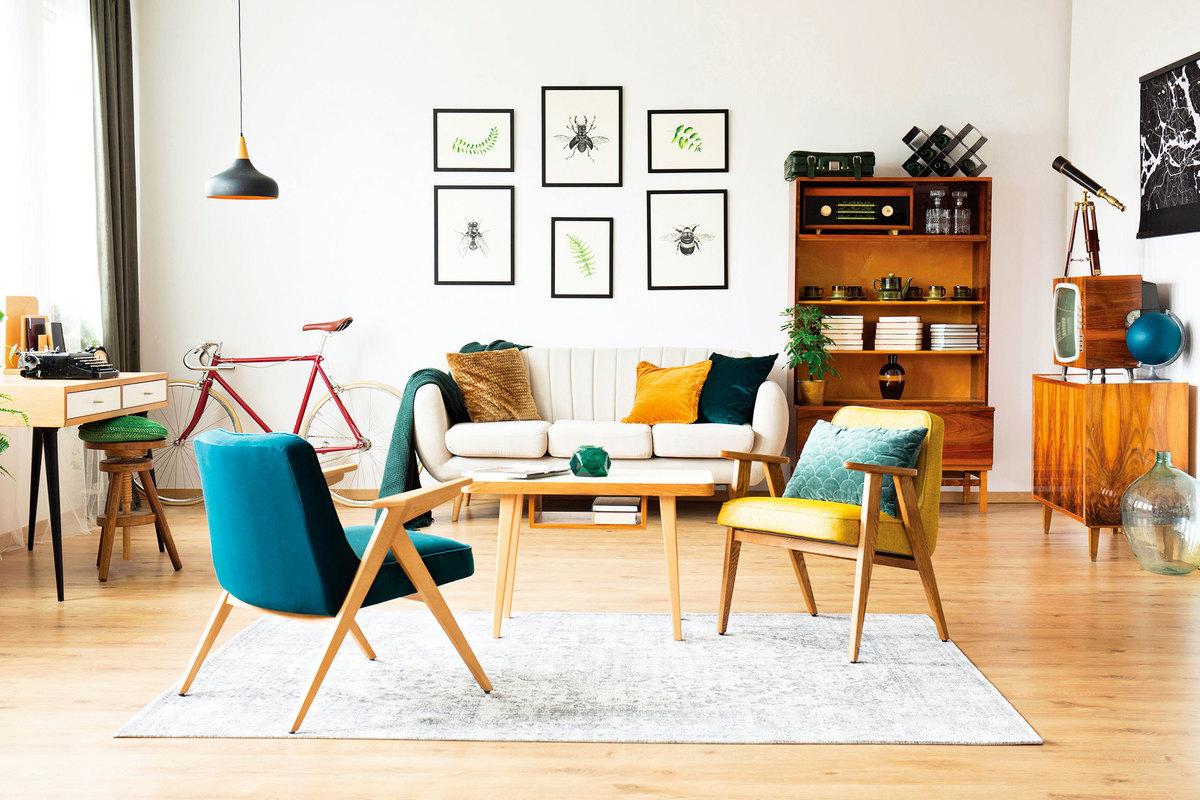 利用彩色靠墊、蓋毯就能佈置出時尚感。(shutterstock)