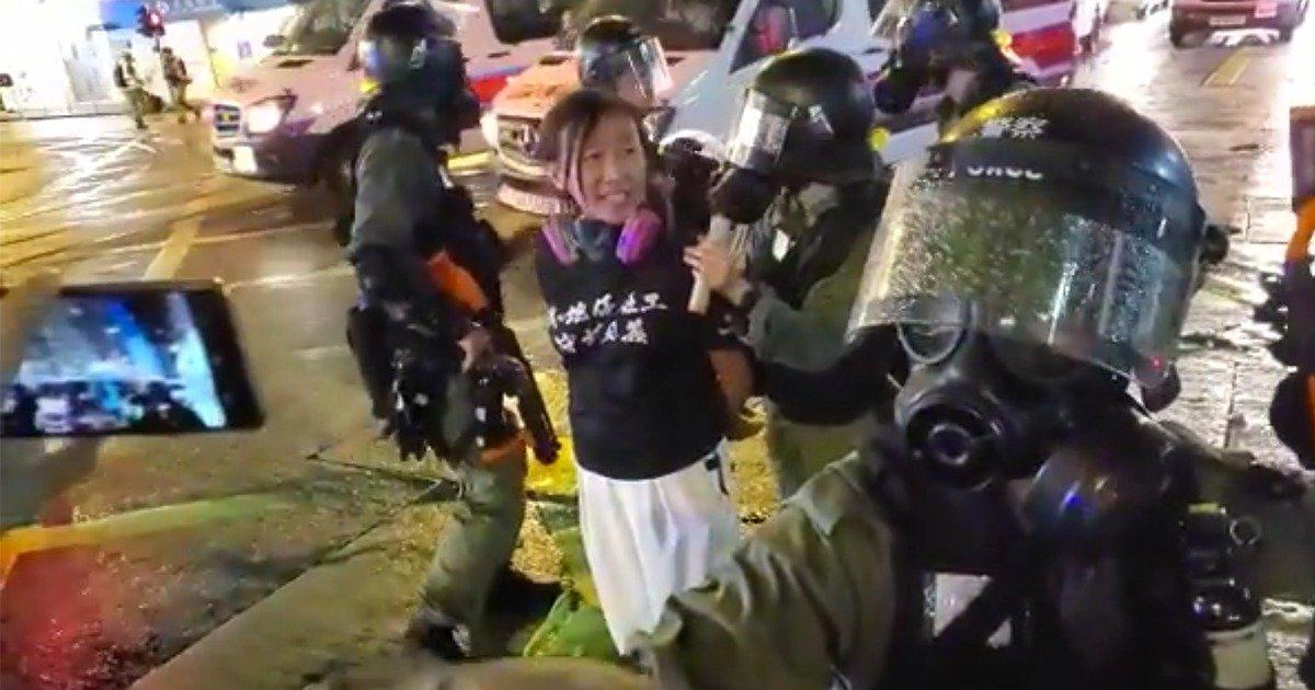 2019年8月31日,社工陳虹秀被捕。(理大學生報編委會影片截圖)