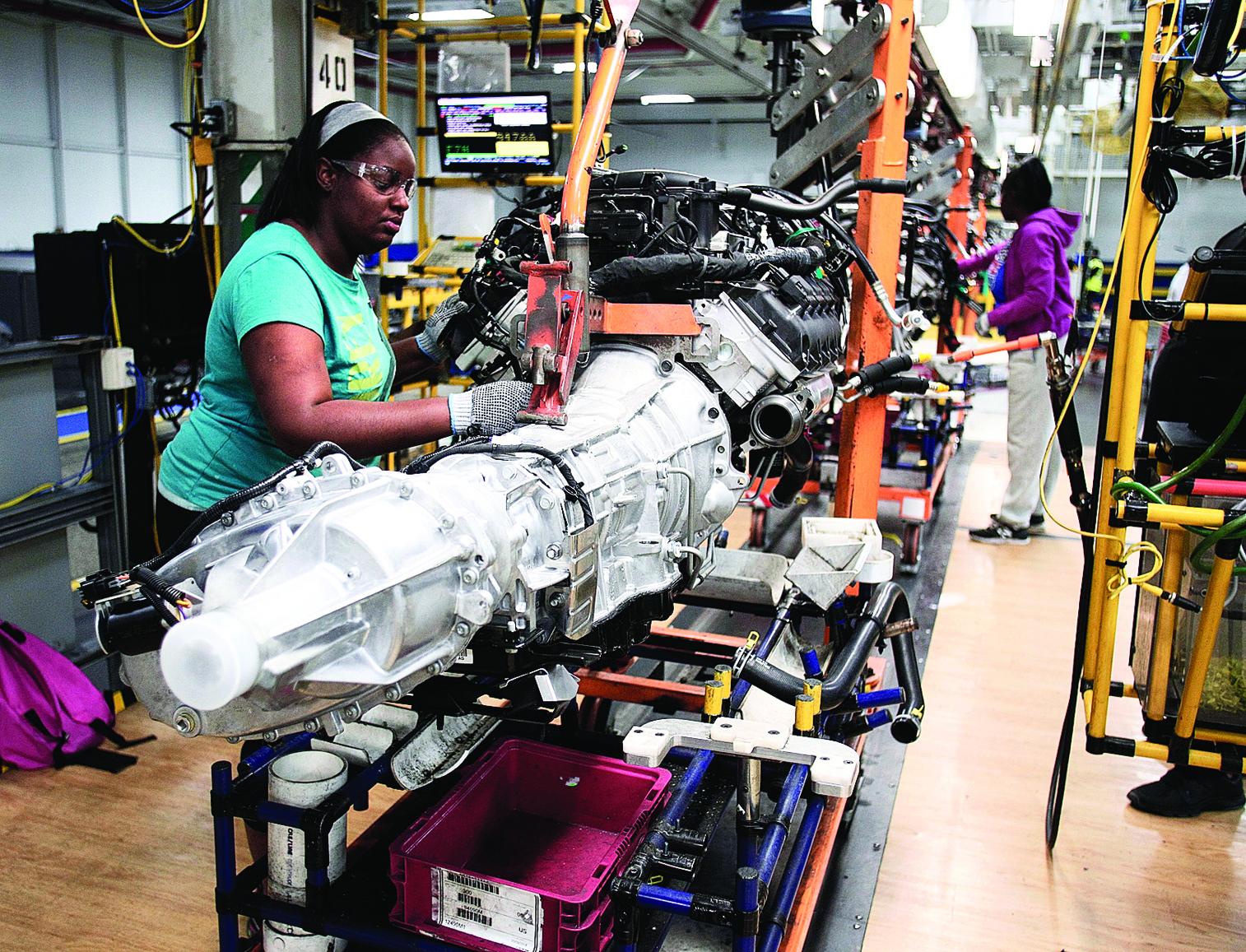 由於科技進步和自動化設備的大量引進,美國製造業不太可能如過去般創造大量工作機會。圖為密歇根沃倫(Warren)克萊斯勒卡車組裝廠一隅。(Getty Images)