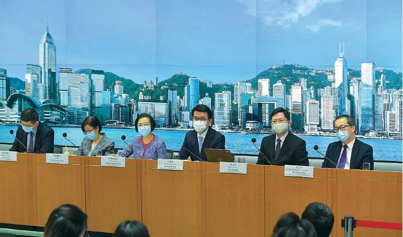 政府昨日召開記者會,公佈多項新防疫措施,及延長現行社交距離措施至本月19日。(政府新聞處)