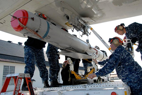美國大選前後,美國海軍陸戰隊一個小組抵台,教授作戰技術。台美已簽署18項夠台灣用9年的海用型彈藥採購案。圖為示意圖。(Mass Communication Specialist Seaman Darrius Wharton/美國海軍)
