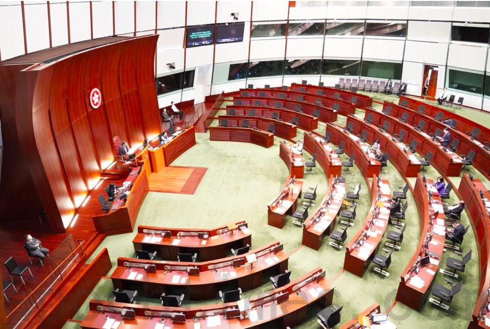 立法會會議廳內沒有民主派議員。(余鋼/大紀元)