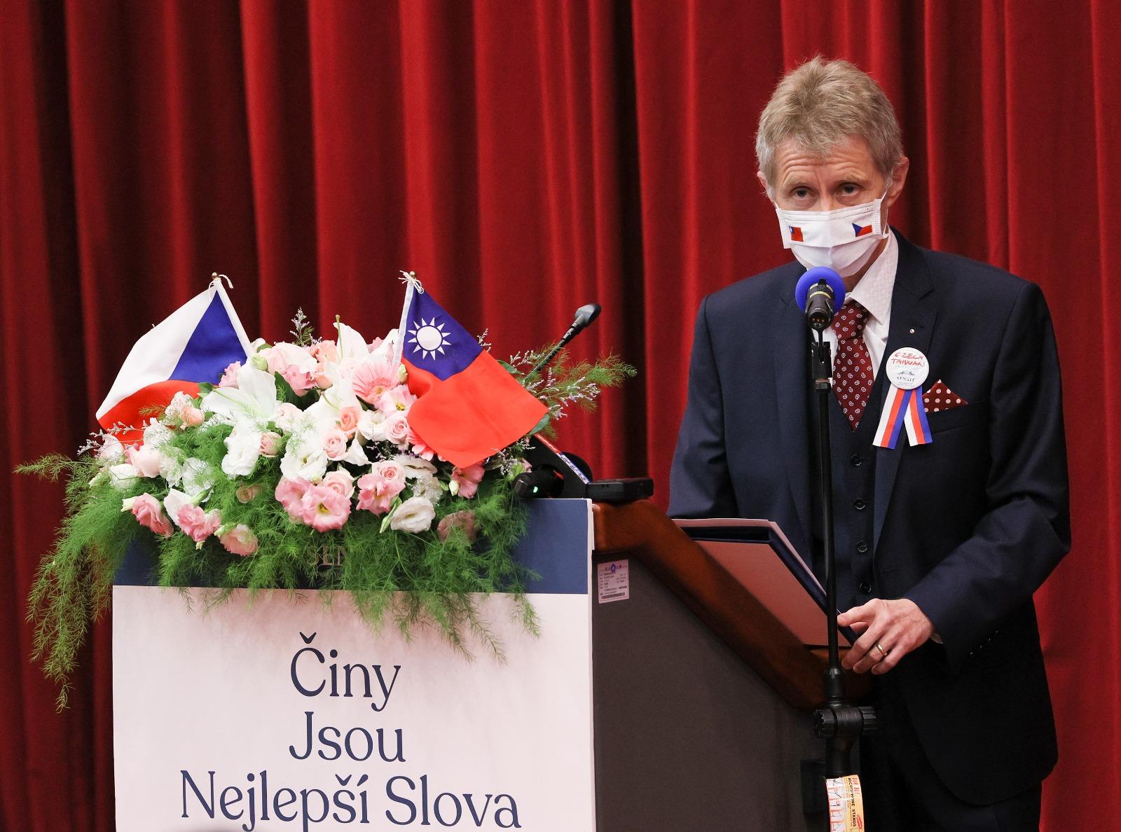 捷克參議院議長維斯特奇爾(Miloš Vystrčil)於今年8月訪問台灣,中共造謠聲稱維斯特奇爾收了台灣四百萬美元。(中央社)