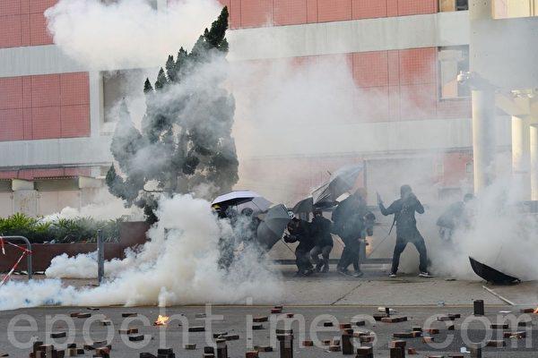 香港理工大學禁播《理大圍城》打壓學生會