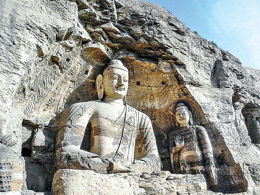 雲岡石窟位於山西省大同市西郊,主要建於北魏興安二年(453年)至太和十九年(495年)間。(公有領域)