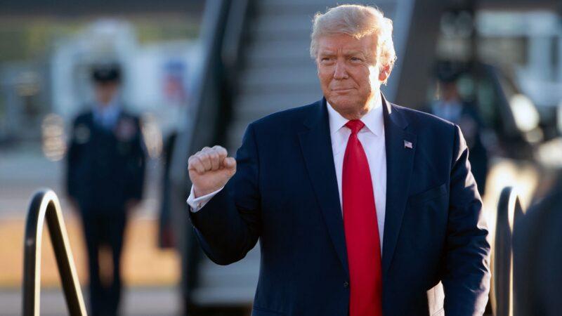 11月11日晚,美國總統特朗普發推文再次自信地表示他將贏回兩州,並呼籲媒體報道選舉舞弊的新聞。(SAUL LOEB/AFP via Getty Images)