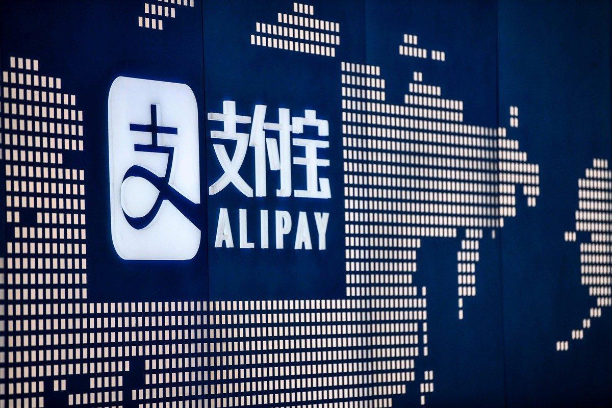 近期,中國大陸多個經濟論壇、峰會舉辦,官員紛紛「吐槽」, 螞蟻集團、「新基建」、中國股市均上榜。(HECTOR RETAMAL/AFP)