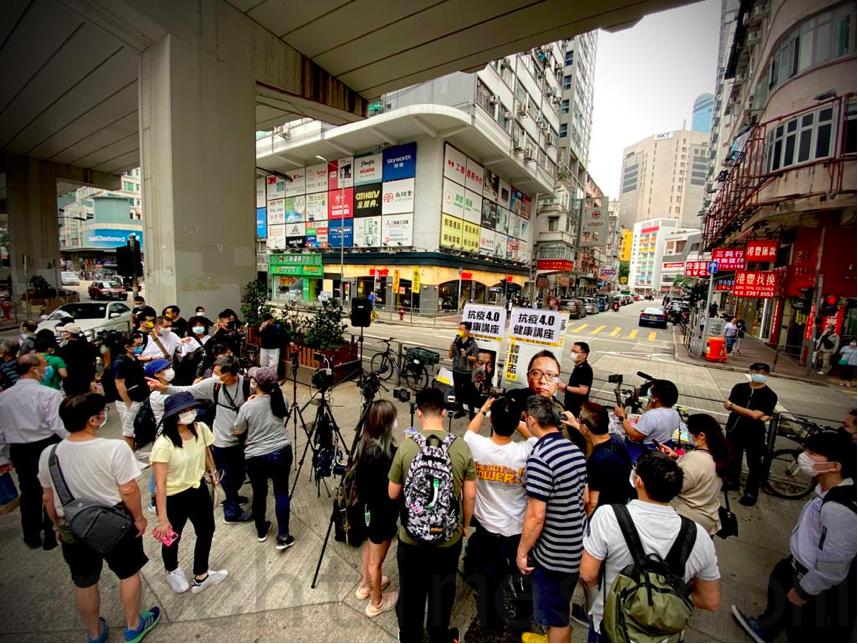 11月15日,陳志全在太子擺設街站。(霄龍/大紀元)