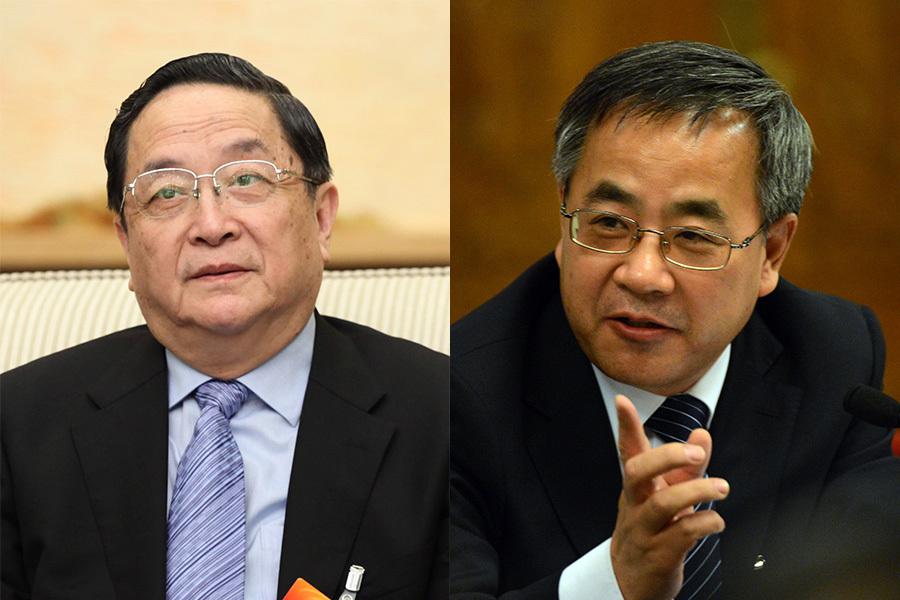 8月12日會議剛剛結束,習近平派全國政協主席俞正聲(左)到西藏昌都進行為期兩天的調研。此前的8月3日至7日,政治局委員、廣東省委書記胡春華(右)也赴對口支援的昌都考察。一系列緊鑼密鼓的行動表明,江澤民的宗教政策或將發生根本性的改變,拿下「終極大老虎」江澤民與曾慶紅已成燃眉之急。(MARK RALSTON/AFP/大紀元合成圖)