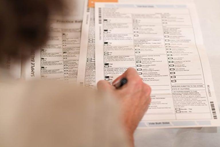 加州洛縣居民迪克斯(Jerry Dix)說,他一人收到三張選票。