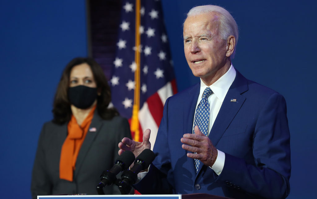 圖為民主黨候選人拜登和其副手賀錦麗。(Joe Raedle/Getty Images)