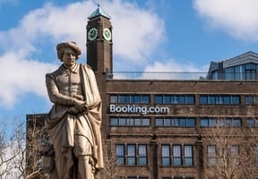 Booking.com起死回生Airbnb擬12月上市