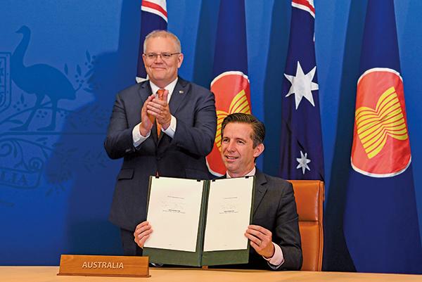 澳洲與其它14個國家共同簽署《區域全面經濟夥伴關係協定》(RCEP)。 (Lukas Coch/AAP)